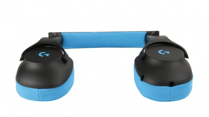 f21ac6f8f2d Sporting stylish and blue mesh ear pads, the G233 is also light - coming at  259 grams without a cable connected. In addition to that the build quality  is ...
